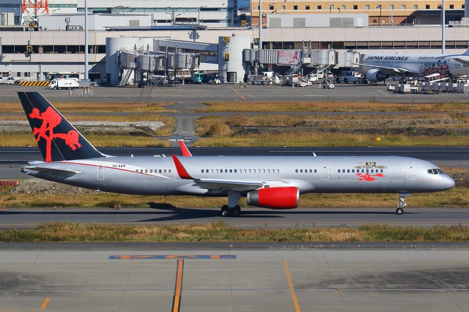 AkilaYさんのジェットマジック Boeing 757-200 (9H-AVM) 航空フォト