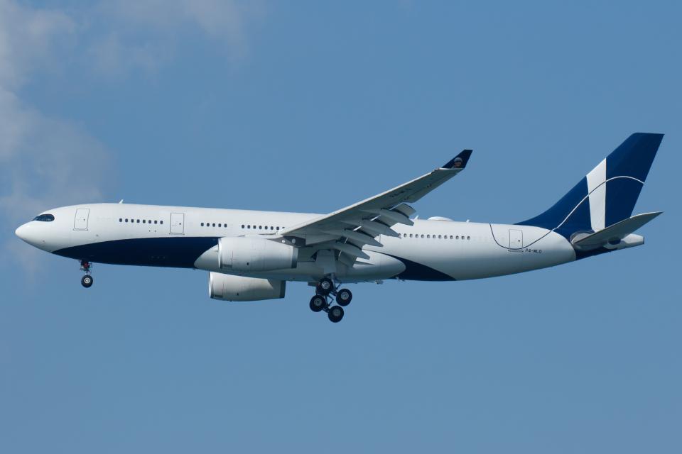 よっしぃさんのコムルックス・アルバ Airbus A330-200 (P4-MLO) 航空フォト