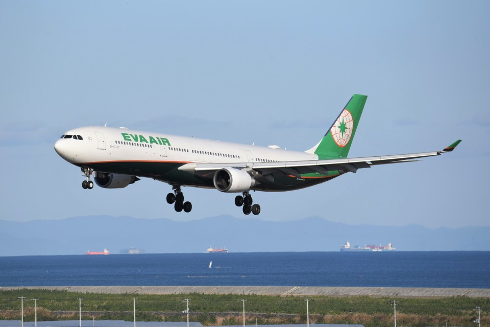 kumagorouさんのエバー航空 Airbus A330-300 (B-16337) 航空フォト