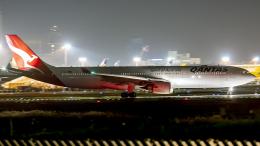 Cozy Gotoさんが、成田国際空港で撮影したカンタス航空 A330-303の航空フォト(飛行機 写真・画像)
