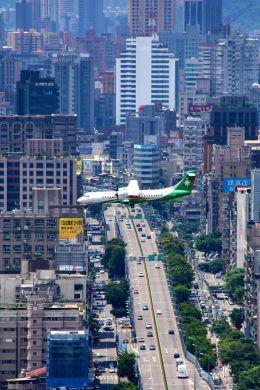 まいけるさんが、台北松山空港で撮影した立栄航空 ATR-72-600の航空フォト(飛行機 写真・画像)