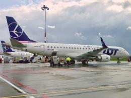 マッペケさんが、ワルシャワ・フレデリック・ショパン空港で撮影したLOTポーランド航空 ERJ-190-100(ERJ-190STD)の航空フォト(飛行機 写真・画像)