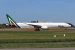 青春の1ページさんが、成田国際空港で撮影したアリタリア航空 777-3Q8/ERの航空フォト(写真)