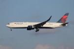 KAZFLYERさんが、成田国際空港で撮影したデルタ航空 767-332/ERの航空フォト(写真)