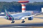 パンダさんが、成田国際空港で撮影したアリタリア航空 777-243/ERの航空フォト(飛行機 写真・画像)