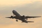つっさんさんが、伊丹空港で撮影した日本航空 777-246の航空フォト(飛行機 写真・画像)