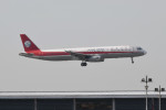 kuro2059さんが、香港国際空港で撮影した四川航空 A321-231の航空フォト(飛行機 写真・画像)