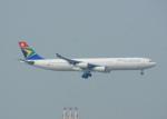 KAZKAZさんが、香港国際空港で撮影した南アフリカ航空 A340-313Xの航空フォト(飛行機 写真・画像)