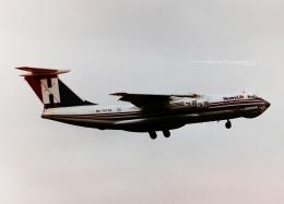 tassさんが、ロンドン・スタンステッド空港で撮影したHeavyLift Cargo Airlines Il-76TDの航空フォト(飛行機 写真・画像)
