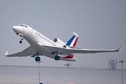 Ariesさんが、関西国際空港で撮影したフランス空軍 Falcon 7Xの航空フォト(飛行機 写真・画像)