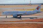 代打の切札さんが、関西国際空港で撮影した中国東方航空 A320-251Nの航空フォト(飛行機 写真・画像)