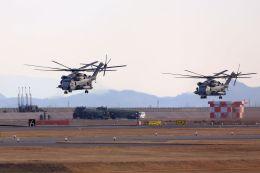 kazuchiyanさんが、岩国空港で撮影したアメリカ海兵隊 CH-53Eの航空フォト(飛行機 写真・画像)
