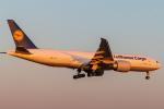 RUNWAY23.TADAさんが、成田国際空港で撮影したルフトハンザ・カーゴ 777-FBTの航空フォト(飛行機 写真・画像)