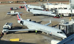 Lovely-Akiさんが、ダラス・フォートワース国際空港で撮影したアメリカン・イーグル CL-600-2D24 Regional Jet CRJ-900の航空フォト(飛行機 写真・画像)