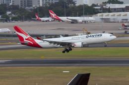 Koenig117さんが、シドニー国際空港で撮影したカンタス航空 A330-202の航空フォト(飛行機 写真・画像)