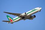 ちゃぽんさんが、成田国際空港で撮影したアリタリア航空 777-243/ERの航空フォト(飛行機 写真・画像)