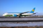 北の熊さんが、新千歳空港で撮影したウズベキスタン航空 787-8 Dreamlinerの航空フォト(飛行機 写真・画像)