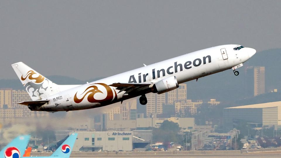 FlyingMonkeyさんのエア・インチョン Boeing 737-400 (HL8271) 航空フォト
