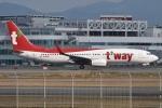 MOR1(新アカウント)さんが、福岡空港で撮影したティーウェイ航空 737-8ALの航空フォト(飛行機 写真・画像)