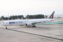 U.Tamadaさんが、プーケット国際空港で撮影したカタール航空 777-3DZ/ERの航空フォト(飛行機 写真・画像)