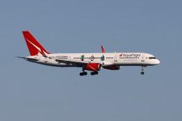 U.Tamadaさんが、プーケット国際空港で撮影したロイヤル・フライト 757-204の航空フォト(飛行機 写真・画像)