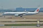 amagoさんが、上海浦東国際空港で撮影した中国国際航空 A350-941XWBの航空フォト(飛行機 写真・画像)