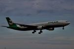akinarin1989さんが、福岡空港で撮影したエバー航空 A330-302の航空フォト(飛行機 写真・画像)