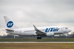 gomaさんが、ミュンヘン・フランツヨーゼフシュトラウス空港で撮影したUTエア 737-524の航空フォト(飛行機 写真・画像)