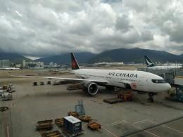 BOSTONさんが、香港国際空港で撮影したエア・カナダ 777-233/LRの航空フォト(飛行機 写真・画像)