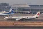 KAZFLYERさんが、羽田空港で撮影した中国国際航空 A330-343Eの航空フォト(飛行機 写真・画像)