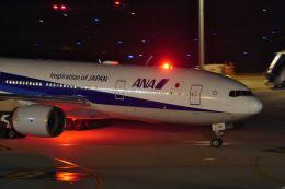 リンリンさんが、羽田空港で撮影した全日空 777-281/ERの航空フォト(飛行機 写真・画像)