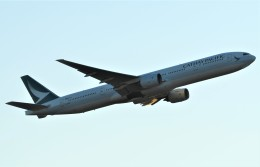 鉄バスさんが、成田国際空港で撮影したキャセイパシフィック航空 777-367の航空フォト(飛行機 写真・画像)