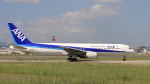 aki241012さんが、福岡空港で撮影した全日空 767-381の航空フォト(飛行機 写真・画像)