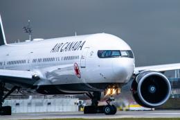 gomaさんが、ミュンヘン・フランツヨーゼフシュトラウス空港で撮影したエア・カナダ 777-333/ERの航空フォト(飛行機 写真・画像)