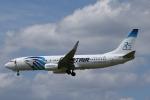 Sharp Fukudaさんが、ブリュッセル国際空港で撮影したエジプト航空 737-866の航空フォト(飛行機 写真・画像)