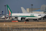 torukutune203さんが、成田国際空港で撮影したアリタリア航空 777-243/ERの航空フォト(飛行機 写真・画像)