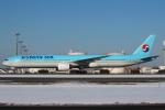 セブンさんが、新千歳空港で撮影した大韓航空 777-3B5の航空フォト(飛行機 写真・画像)