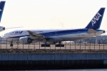 レドームさんが、羽田空港で撮影した全日空 777-281の航空フォト(飛行機 写真・画像)