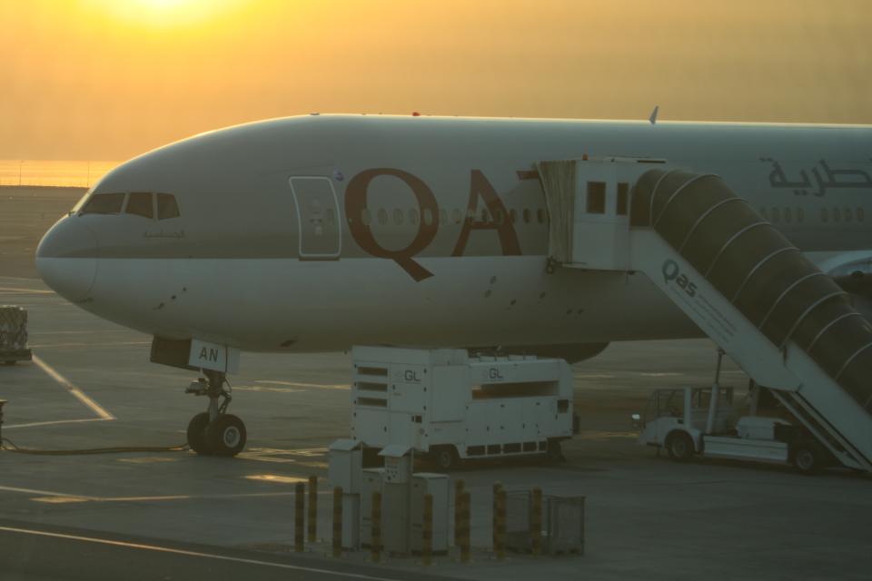 Sharp Fukudaさんのカタール航空 Boeing 777-300 (A7-BAN) 航空フォト
