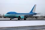 北の熊さんが、新千歳空港で撮影した東方公務航空 A318-112 CJ Eliteの航空フォト(飛行機 写真・画像)