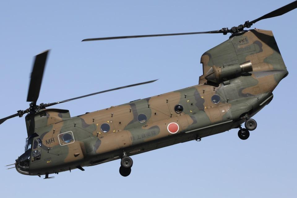 Hii82さんの陸上自衛隊 Kawasaki CH-47J Chinook (52928) 航空フォト