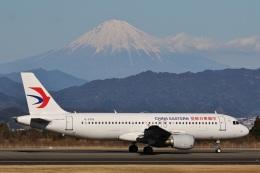 camelliaさんが、静岡空港で撮影した中国東方航空 A320-214の航空フォト(飛行機 写真・画像)