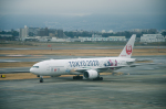 Kenny600mmさんが、伊丹空港で撮影した日本航空 777-246の航空フォト(飛行機 写真・画像)