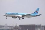 けいとパパさんが、福岡空港で撮影した大韓航空 A220-300 (BD-500-1A11)の航空フォト(飛行機 写真・画像)