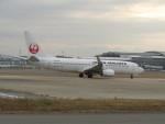 commet7575さんが、福岡空港で撮影した日本航空 737-846の航空フォト(飛行機 写真・画像)
