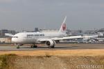 遠森一郎さんが、福岡空港で撮影した日本航空 777-246の航空フォト(飛行機 写真・画像)