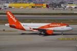 JA8037さんが、バルセロナ空港で撮影したイージージェット A319-111の航空フォト(飛行機 写真・画像)