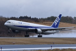 falconさんが、秋田空港で撮影した全日空 767-381の航空フォト(飛行機 写真・画像)