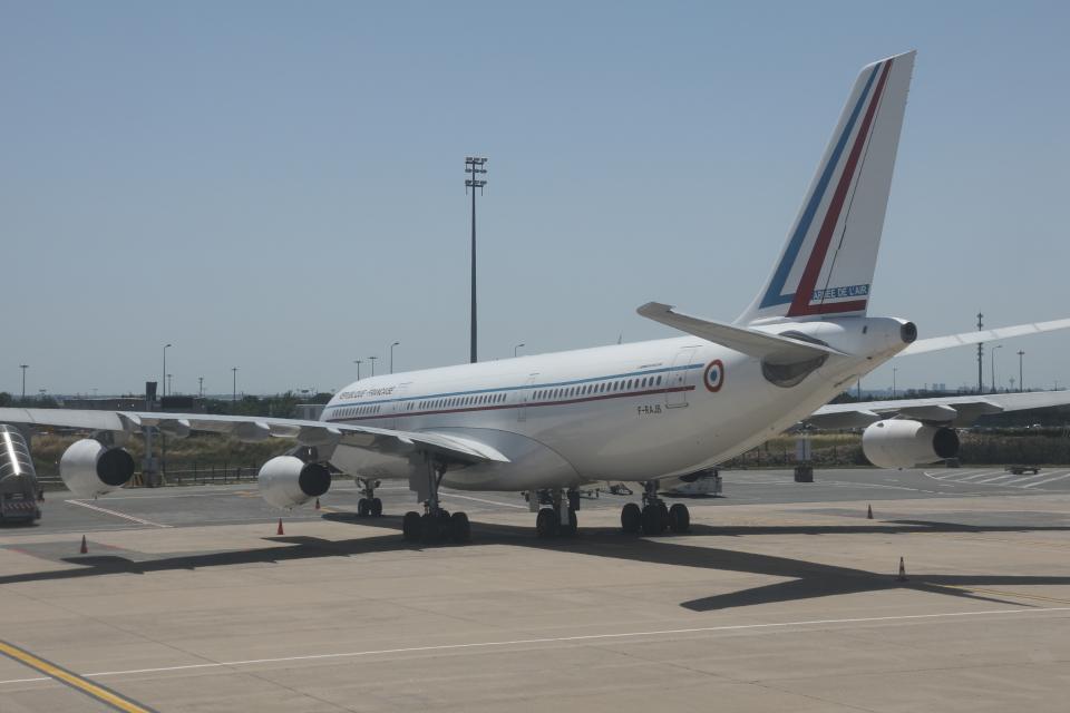 Sharp Fukudaさんのフランス空軍 Airbus A340-200 (F-RAJB) 航空フォト