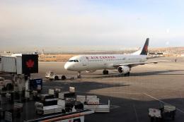 きまぐれまささんが、カルガリー国際空港で撮影したエア・カナダ A321-211の航空フォト(飛行機 写真・画像)